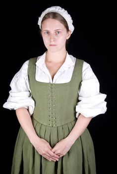 Costumes: Dresses & Gowns – A very respectable peasant's market-day best. This bodice and skirt set is made from olive linen, spiral laced front and back for ease of adjustment. Renaissance Mode, Renaissance Costume, Renaissance Fashion, Renaissance Clothing, Tudor Costumes, Period Costumes, Historical Costume, Historical Clothing, 17th Century Clothing