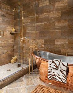 design salle de bains: baignoire ancienne et murs en pierre