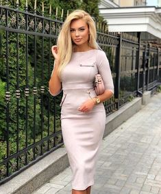Trending Female Fashion #fashiondailyng #fashiondailynewgen Diva Fashion, Estilo Fashion, Ideias Fashion, Female Fashion, Dress Fashion, Fashion Trends, Ruched Dress, Bodycon Dress, Chic Fashionista