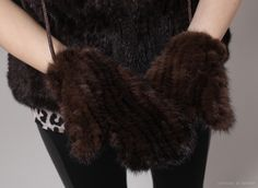 Bambi Mink Fur Gloves / Genuine Mink Fur Gloves at bosroom.com #Leathergloves #Gloves #Sheepskingloves #Simplegloves #Wintergloves #Winter #Ootd #Acc #Accessory #Accessories #Minkfurgloves