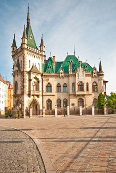 Jakabov palác Beautiful World, Mansions, Live, House Styles, Europe, Manor Houses, Villas, Mansion, Palaces
