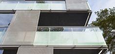 """Elosalama, Espoo. """"Valittujen julkisivumateriaalien pitää kestää sää- ja kulutusrasitusta vielä 10 vuodenkin päästä ilman suurempaa huoltoa. Läpivärjätyissä levyissä elämän jäljet eivät näy"""", sanoo arkkitehti Juha Mutanen. Huoltovapaus onkin kestävän kehityksen kannalta lopulta kiinteistön omistajan ja asukkaiden parhaaksi. Outdoor Decor, Home Decor, Decoration Home, Room Decor, Interior Design, Home Interiors, Interior Decorating"""