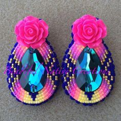 20 Native American Beadwork Patterns, Don't you love free beadwork patterns? Who doesn't - especially when they are organized based on the stitch type and created by some of the top na. Beaded Earrings Native, Beaded Earrings Patterns, Native Beadwork, Native American Beadwork, Seed Bead Earrings, Indian Beadwork, Beaded Jewelry, Hoop Earrings, Beaded Shoes