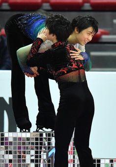 Synchronized Skating, Japanese Figure Skater, Shoma Uno, Ice Skaters, Olympic Champion, Hanyu Yuzuru, Roller Skating, Cute Photos, Pink