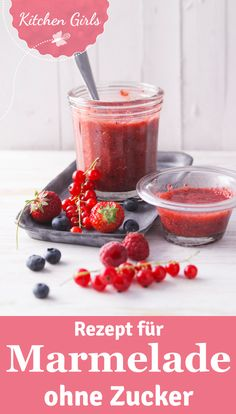 Zuckerfreie Erdbeer-Chia-Marmelade With only two ingredients, you can make our sugar-free strawberry-chia jam straight away! Also suitable for fans of low-carb diet! Healthy Eating Tips, Clean Eating, Law Carb, Strawberry Jam Recipe, Low Carb Sweets, Vegetable Drinks, Eat Smart, Paleo Dessert, Low Carb Recipes