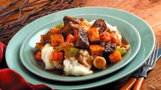 Come home to the aroma of homemade Beef Minestrone Soup with Slow Cookers Vegetable Beef Soup Seasoning Mix and your slow cooker. Stir Fry Recipes, Healthy Recipes, Crockpot Recipes, Healthy Meals, Cinnamon Streusel Cake, Roasted Winter Vegetables, Grilled Steak Salad, Creamy Potato Salad