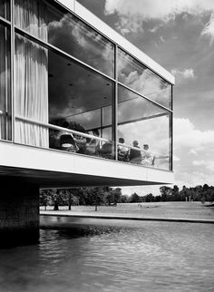 The Connecticut General Life Insurance Company in Bloomfeld by Skidmore Owings & Merrill (1957). Photo by Ezra Stoller.