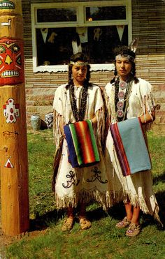 UNITED STATES - The Ojibwe (Chippewa) people - Two Chippewa Maidens in Eau Claire (Wisconsin), cca. 1950