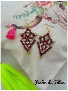Beadwork Designs, Beaded Jewelry Designs, Bead Jewellery, Beaded Earrings Patterns, Seed Bead Patterns, Beading Patterns, Brick Stitch Earrings, Seed Bead Earrings, Bead Crochet Rope