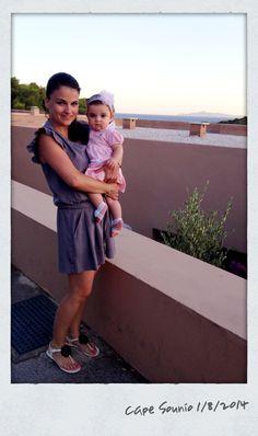 Μαμά (φόρμα #regalinas, παπούτσια #fengshoe) και κόρη (φόρεμα #ralphlauren, κορδέλα-καλτσάκια #lapinhouse)