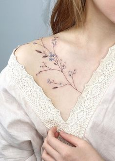 Dainty Flower Tattoos, Delicate Tattoos For Women, Tattoos For Women Small, Small Tattoos, Delicate Feminine Tattoos, Small Pretty Tattoos, Tattoo Floral, Beautiful Tattoos For Women, Botanisches Tattoo