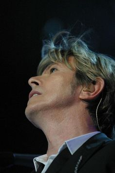 I LOOK TO THE STARS.  David Bowie