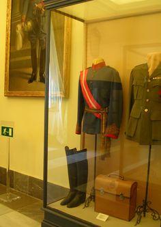 Vitrina Palacio de Aranjuez. Uniforme Coronel de Lanceros del Rey nº1. Alfonso XIII