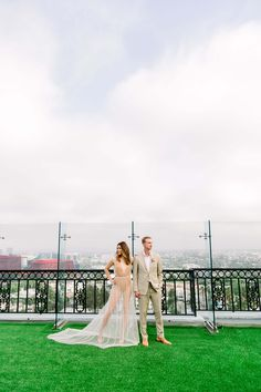 With Los Angeles in the background, this sunny and vibrant wedding at The London Hotel West Hollywood is the perfect summer wedding inspiration Wedding Advice, Wedding Couples, Wedding Photos, Hotel Wedding Inspiration, Rooftop Party, London Hotels, Couple Portraits, West Hollywood, Tulle Wedding