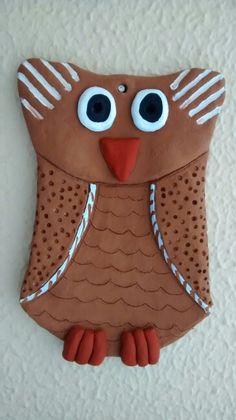 Coruja em cerâmica. Owl. Ceramic.