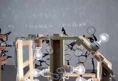 Ian Burns réalise des graffitis spectraux en manipulant l'ombre et la lumière | The Creators Project