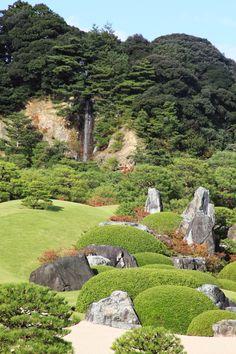 By Yuichi Azuma via Google + Adachi Museum, Zen Rock Garden, Fake Rock, Japanese Gardens, Outdoor Spaces, Garden Design, Golf Courses, Landscaping, Oriental