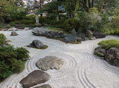 本格的な日本建築の建物があって、その横に枯山水のお庭があります。 屋内からの〜んびり眺めました☺️ ・  #風景 #景色 #お散歩 #お写んぽ #枯山水 #庭園 #高尾駒木野庭園 #高尾 #東京  #ip_connect #team_jp_ #picture_to_keep #special_beginners_ #nature_special_ #photo_jpn #special_spot_ #loves_nippon  #icu_japan  #retro_japan_ #wu_japan #ptk_japan