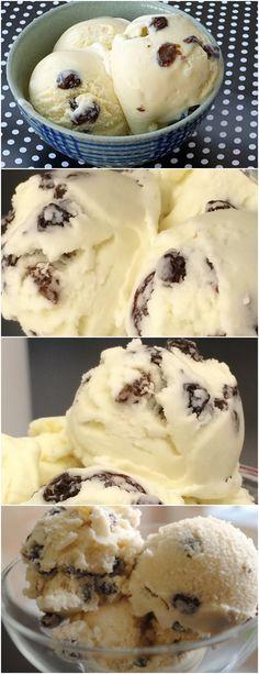 Super gostoso esse sorvete de creme com passas ao rum! Em uma panela coloque as gemas, o açúcar, o creme de leite e deixe aquecer. #receita#bolo#torta#doce#sobremesa#aniversario#pudim#mousse#pave#Cheesecake#chocolate#confeitaria