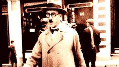 Este é o único conto que Fernando Pessoa conseguiu publicar em vida. A estranha figura do Banqueiro que se diz Anarquista, apareceu pela primeira vez em maio de 1922, no número de estreia da revista Contemporânea. Uma ideia original de um autor genial. E 10, Che Guevara, Fur Coat, Best Poems, Best Quotes, Authors, Life, Fur Coats