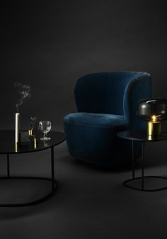 This gorgeous blue velvet armchair, Stay Lounge Chari from Gubi is perfect for a lounge corner. Black Velvet Chair, Velvet Armchair, Blue Velvet, Velvet Chairs, Hanging Chair With Stand, Hanging Chair From Ceiling, Living Room Lounge, Accent Chairs For Living Room, Cheap Chairs