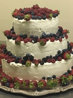 Fruit berries MERINGATO WEDDING CAKE  www.guidilenci.com