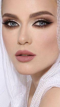 Easiest Blue Eye Makeup Tutorial: Eye Makeup Summer Makeup Looks blue Easiest Eye Makeup tutorial Eye Makeup Blue, Eye Makeup Diy, Natural Eye Makeup, Natural Eyes, Party Makeup, Wedding Makeup, Makeup Ideas, Natural Hair, Mac Bridal Makeup