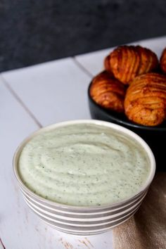 Hasselback Kartofler Med Persilledip – One Kitchen – A Thousand Ideas Potato Dishes, Potato Recipes, I Love Food, Good Food, Fall Recipes, Snack Recipes, Mousse, Denmark Food, Low Carb Recipes