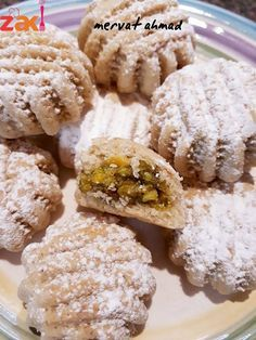 Lebanese Desserts, Lebanese Recipes, Greek Recipes, Arabic Dessert, Arabic Sweets, Palestinian Food, Cheese Buns, Arabian Food, Middle Eastern Recipes