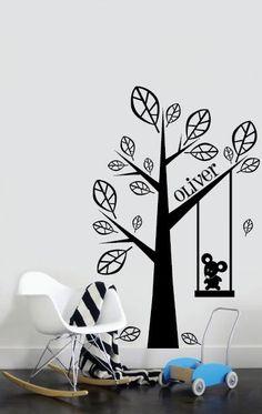 Met deze fantastische muursticker boom met je eigen Naam maak je de kinderkamer helemaal af. Deze muursticker boom is ca 106 cm breed en 170 cm hoog en verkrijg