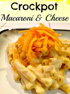 EASY crockpot macaroni and cheese recipe that you and your kids will love.