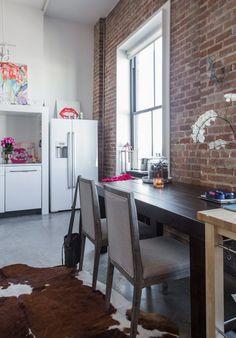 Casinha colorida: Um loft artístico e feminino