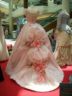 """Vestido de """"EL fantasma de la ópera """" (2004) utilizado por Emmy Rossum en el papel Christine Daae"""