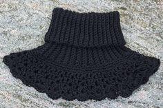 Svarta Fåret : Virka värmande hals/nack/axelvärmare i Soft Lama - Virka Ideer Crochet Poncho, Filet Crochet, Knit Crochet, Sewing Patterns, Crochet Patterns, Crochet Winter, Neck Piece, Textiles, Diy Clothing