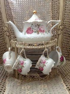 Pretty teapot & teacups