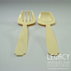 Pair of Retro Cream Plastic Salad Servers Legacy Antiques and Collectibles Ltd Forks And Spoons, Salad, Plastic, Pairs, Cream, Retro, Antiques, Tableware, Creme Caramel