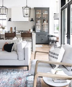 Bringing it back to on this Thursday. Styling and furnishings by Sigrid Hoppe . Interior Design by . My Living Room, Home And Living, Living Room Decor, Living Spaces, Home Luxury, Decoration Inspiration, Living Room Inspiration, Home Interior Design, Living Room Designs