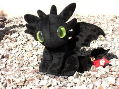 Toothless plushie.  I want this in my life, immediately.