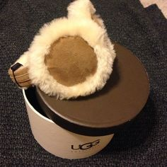 """Ugg ear muffs The women's UGG® Classic Sheepskin Earmuffs are the perfect fashionable winter accessory. With genuine sheepskin lining and unique hardware they give you both comfort and style. Materials: SHEEPSKIN Description: Exposed Sheepskin, """"U"""" Logo Charm This product contains real fur from Sheep or Lamb Fur Origin: Australia, UK, Ireland or United States Real Fur has been artificially dyed and treated By UGG® Australia; RN# 88276 Product made in US, China, or Vietnam, varies by…"""