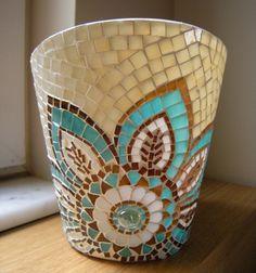 Maceta Mosaic Planters, Mosaic Garden Art, Mosaic Tile Art, Mosaic Vase, Mosaic Flower Pots, Mosaic Artwork, Pebble Mosaic, Mosaic Diy, Mosaic Crafts