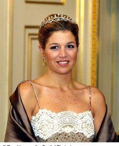 Koningin Máxima - Blauw Bloed Royal Tiaras, Tiaras And Crowns, King Alexander, Dutch Queen, Dutch Royalty, Charlotte Casiraghi, Queen Maxima, Royal Fashion, Celebs