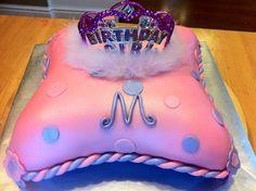 http://www.janelscakes.com/blogs/news/5886091-beautiful-purple-pillow-cake
