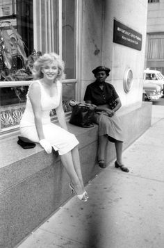 newyork:  Marilyn Monroe taking a break from shopping on Fifth Avenue, but Sam Shaw - Shaw took thousands of photographs of Marilyn througho...