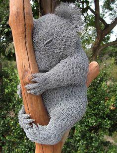 wire koala by Ivan Lovatt Chicken Wire Art, Chicken Wire Sculpture, Chicken Wire Crafts, Wire Art Sculpture, Wire Sculptures, Garden Sculptures, Abstract Sculpture, Bronze Sculpture, Land Art