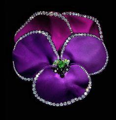 by JAR - JAR est une maison de haute joaillerie française fondée en 1978 par le joaillier d 'origine américaine Joël Arthur Rosenthal
