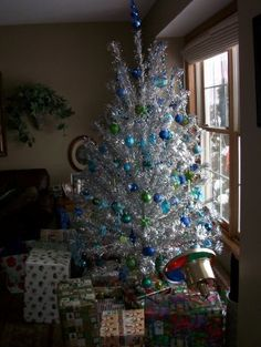 silver christmas tree had small med large blue balls with 2 color lights wheels