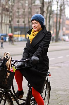Bicycle Street Style Amsterdam Electronic DJ Pigeon Street, Amsterdam Street Style, Bike Style, People Dress, Get Dressed, Street Styles, Baby Strollers, What To Wear, Fashion Ideas