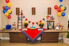 Toalha e bandeirola  para festa Galinha Pintadinha
