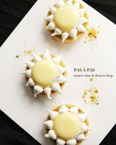 12 mentions J'aime, 1 commentaires – 이상화 (@pas_a_pas_baking_studio0272) sur Instagram : « 오늘의 디자인케이크. La creme citron La pate a sucree le biscuit pain de genes . . Pas À Pas . . .… »