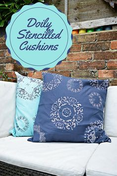 Doily Stencil a Cushion / Pillow Transform some plain pillows & cushions with doilies. Use a paper doily as a stencil to add interest and colour. Full step by step tutorial. Diy Home Decor Projects, Diy Home Crafts, Crafts To Make, Sewing Projects, Decor Ideas, Decor Crafts, Stenciled Pillows, Vintage Crockery, Paper Doilies